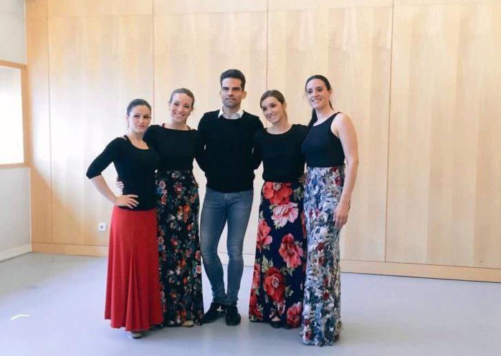 Antonio Najarro y las componentes de la compañía Marea Danza.