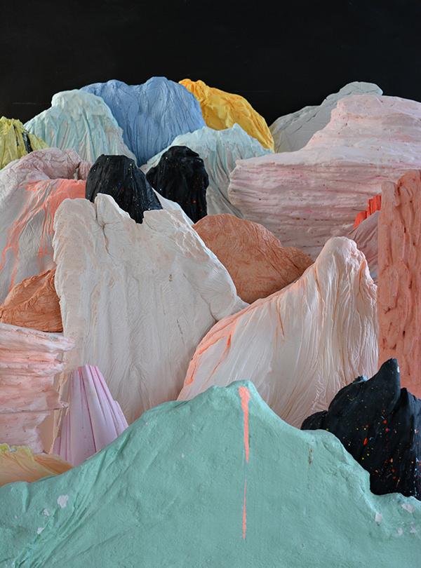 Una de las piezas de la exposición. Imagen cortesía de la galería Luis Adelantado.