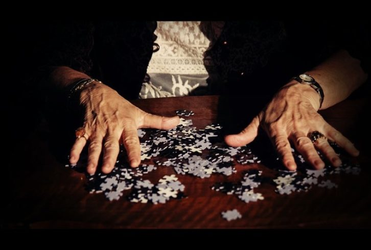 Fotograma de Simon's Jigsaw, de Luis Esquinas.