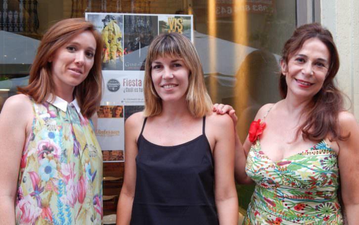 María Albiñana (izq), Ana Ramón Rubio y Lola Moltó en la Fiesta de las Series de El Colmado de la Rivera. Foto: Noemi