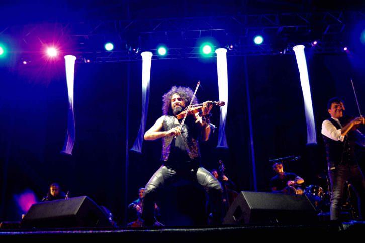 Ara Malikian durante un instante del concierto celebrado en Laboral Ciudad de la Cultura de Gijón. Fotografía: Jose Ramón Alarcón.