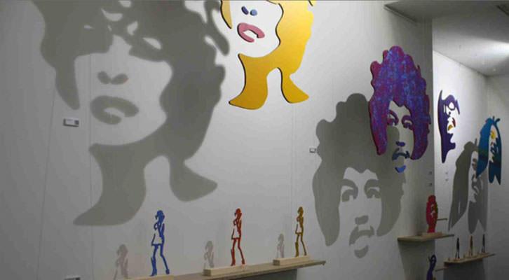 Vista de la exposición Black is Back, de Luis Rivera. Imagen cortesía de la galería Alba Cabrera.