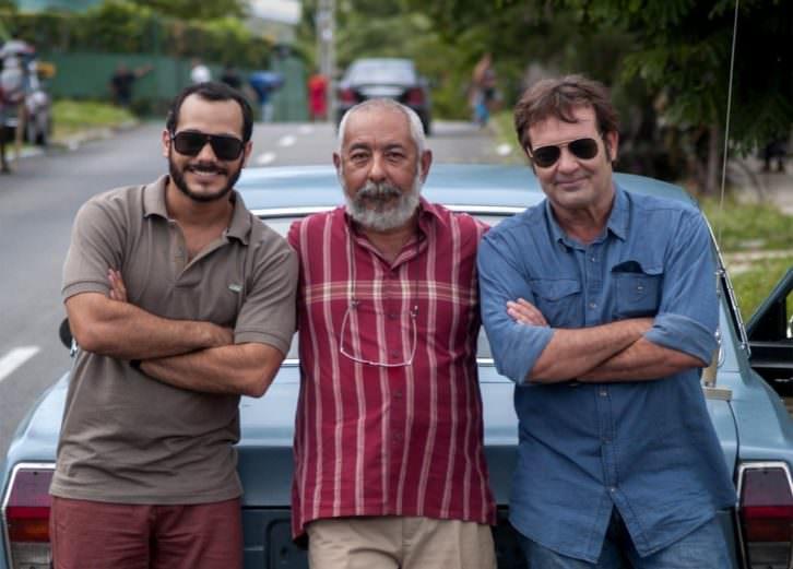 Leonardo Padura, junto al actor Jorge Perugorría, durante un instante del rodaje de 'Vientos de La Habana'. Imagen cortesía de la productora.