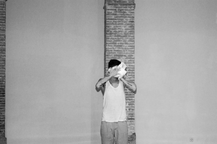 Performance Página 45 de Mario Montoya. Fotografía de Raquel Andrade