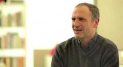 Fotograma extraído de una entrevista realiza para el Canal Lector (youtube).