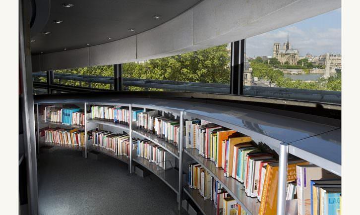 La biblioteca como trasfondo de 'Los señores del fin del mundo', de Enrique Vaqué. Imagen cortesía del autor.