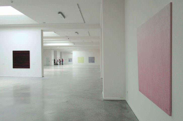 Vista de la exposición 'Vino&Chocolate' de Óscar Bento. Imagen cortesía de la organización.