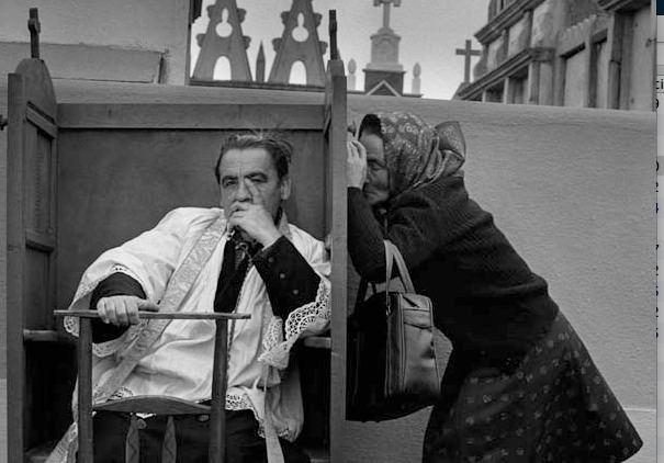 Fotografía de la serie España oculta, de Cristina García Rodero, en 'Ni cautivos ni desarmados'. Centre Cultural La Nau.