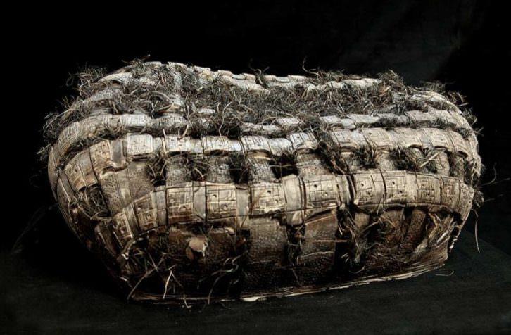Obra de la serie 'Descanso', de Cristina Bolborea. Imagen cortesía del Museo Nacional de Cerámica González Martí.