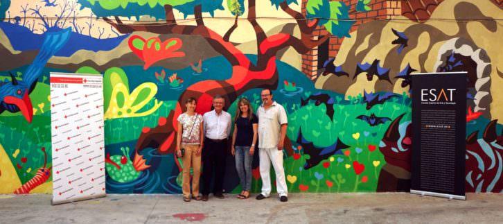 Presentación del mural en el Colegio de Parálisis Cerebral Infantil de Cruz Roja en Valencia. Imagen cortesía de ESAT.