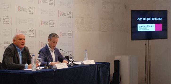 Albert Girona (izda), secretario autonómico de Cultura, y José Luis Pérez Pont, director del Consorcio de Museos, durante la presentación de las convocatorias. Imagen cortesía del Consorcio.