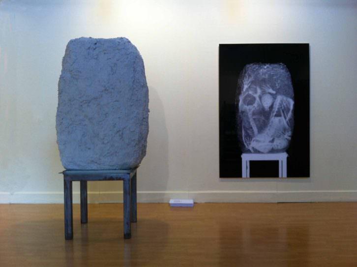 Imagen de la pieza 'El bloque', de Vicente Talens, perteneciente a 'Desaparición'. Fotografía cortesía de la galería.