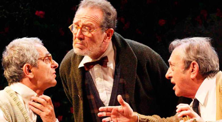 Juan Gea, en el medio, junto a Iñaki Miramón (izda) y Luis Varela en 'Héroes'. Teatro Olympia de Valencia.