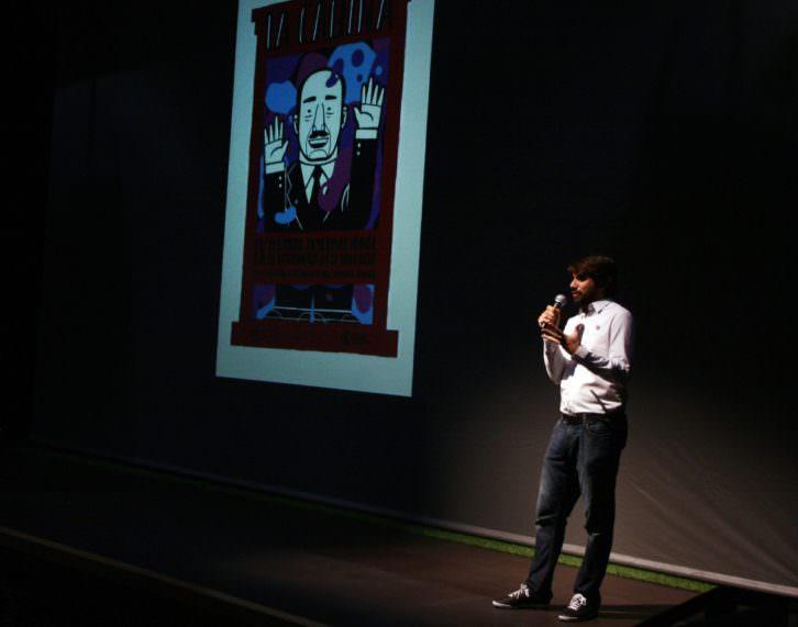 Carlos Madrid, director de La Cabina, en un momento de la presentación del festival en Las Naves. Imagen cortesía de La Cabina.
