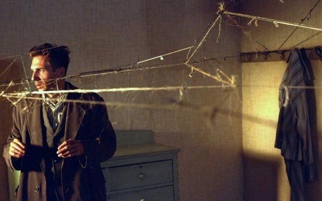 Fotograma de 'Spider', de David Cronenberg, dentro del ciclo de cine que acompaña a la exposición 'Locura y Modernidad' en el Palau de Cerveró.
