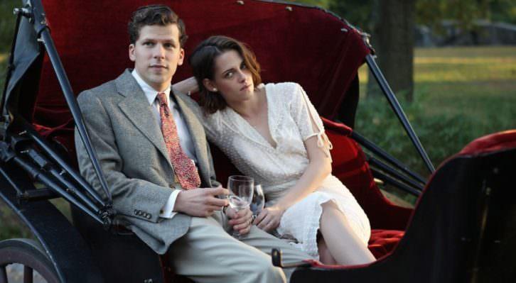 Jesse Eisenberg y Kristen Stewart durante un instante de 'Café Society', de Woody Allen.