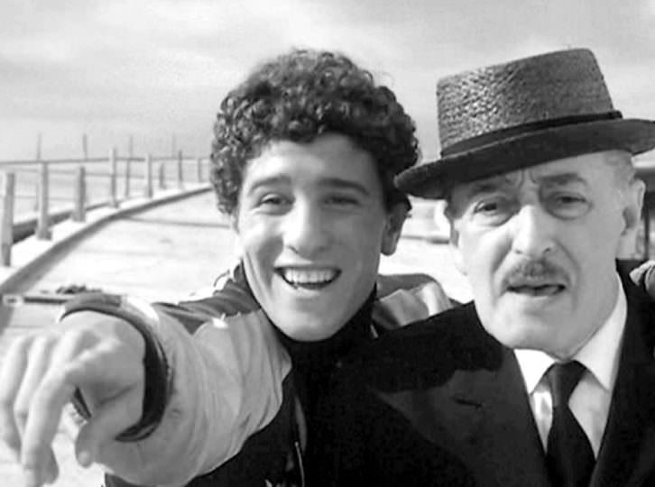 Fotograma de 'Pajaritos y pajarracos', de Pier Paolo Pasolini. Filmoteca de Valencia.