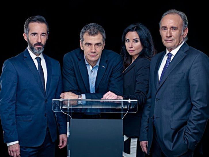Toni Cantó, en el centro, junto a los actores de 'Debate'.