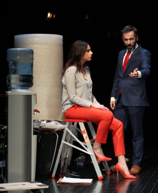 Escena de 'Debate', de Toni Cantó. Imagen cortesía de Teatro Talía.