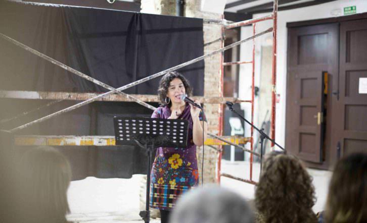 Inma Luna en un momento de su recital. Foto de Estrella Jover por cortesía de Intramurs.