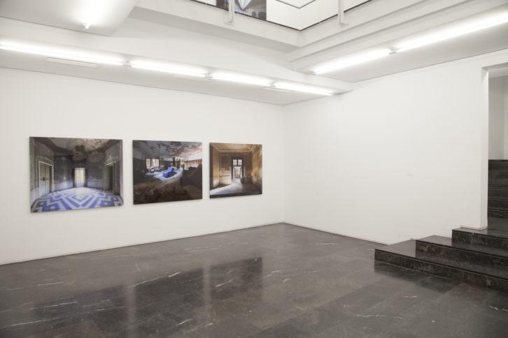 Vista general de la exposición. Imagen cortesía Galería Luis Adelantado.