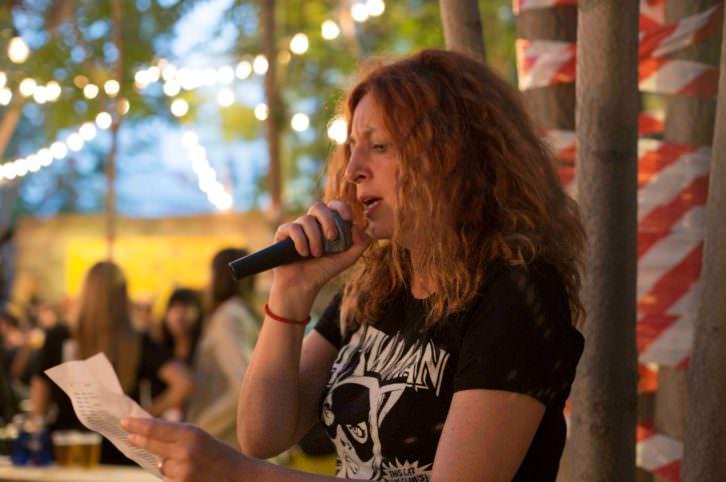 Marta R. Sobrecueva durante su recital. Foto de Estrella Jover por cortesía de Intramurs.