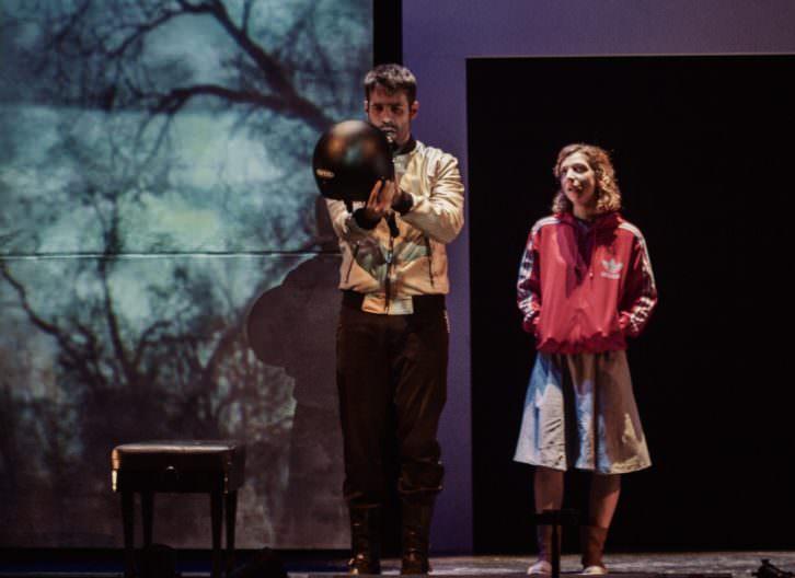 Escena de 'La armonía del silencio', de Lola Blasco. Imagen cortesía de Teatre Rialto.