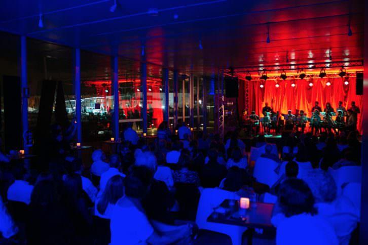 Uno de los conciertos de Blau Tímbric en Amstel Art de Veles e Vents. Imagen cortesía de Hat Gallery.