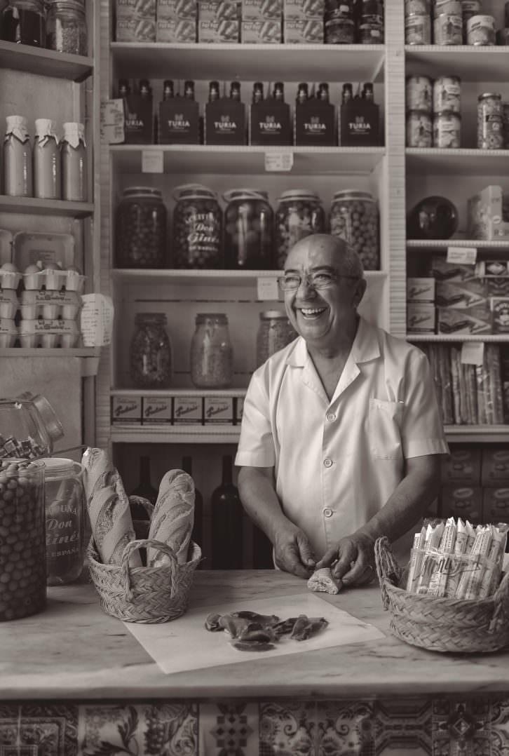Enrique Dasí, fotografiado por Tania Castro. Imagen cortesía de Cerveza Turia.