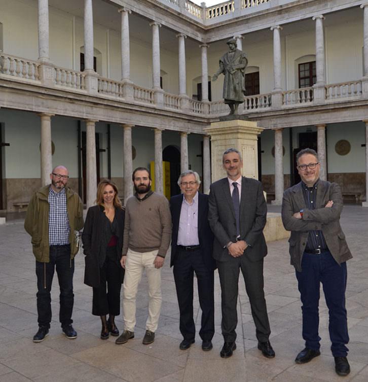 Algunos de los promotores de la Escola de Pensament Lluís Vives. Imagen cortesía de La Nau.