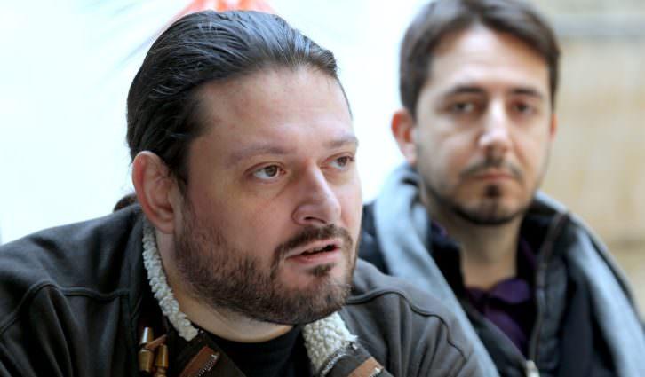 Sergio Mars, con Javier Valenzuela en segundo plano, en un momento del encuentro. Fotografía: MAO.