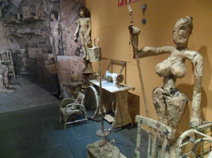 Instalación de la exposición 'Messa. Palpitacions i Art Gandul' en el MuVIM.