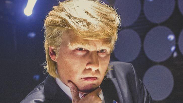 Johnny Depp caracterizado como Donald Trump en la película 'The Art of the Deal', de Jeremy Konner. Festival Internacional de Mediometrajes de Valencia La Cabina.