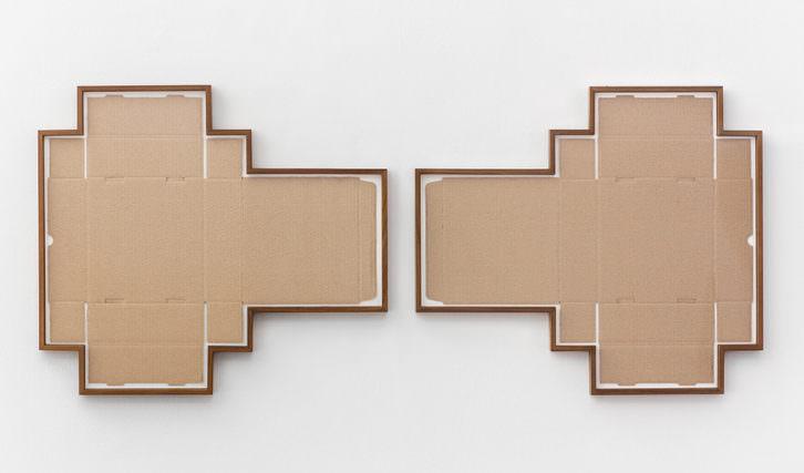 Irma Álvarez-Laviada. S.T. VI (Modalidades de lo visible), 2016 Caja de cartón, madera y metacrilato. 658 x 57,6 cm