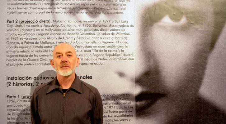 William James durante un instante de la entrevista a propósito de su proyecto 'Las ahijadas'. Fotografía: Jose Ramón Alarcón.