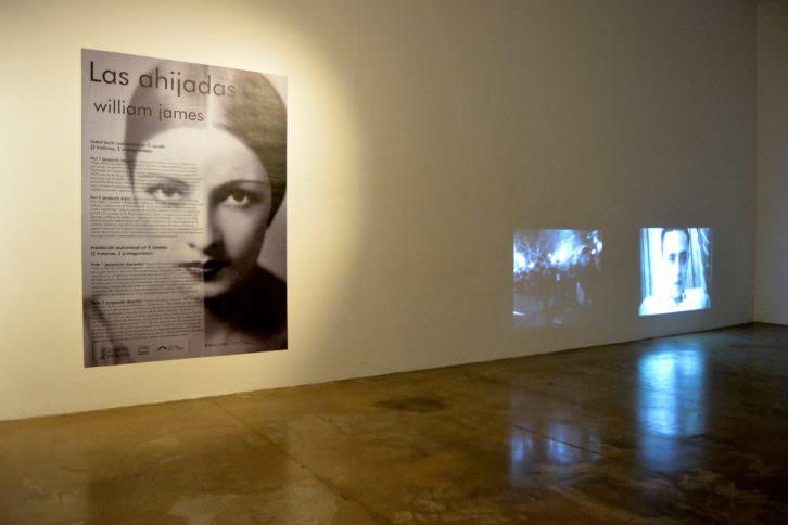 Vista general de la instalación audiovisual de 'Las ahijadas'. Fotografía: Jose Ramón Alarcón.