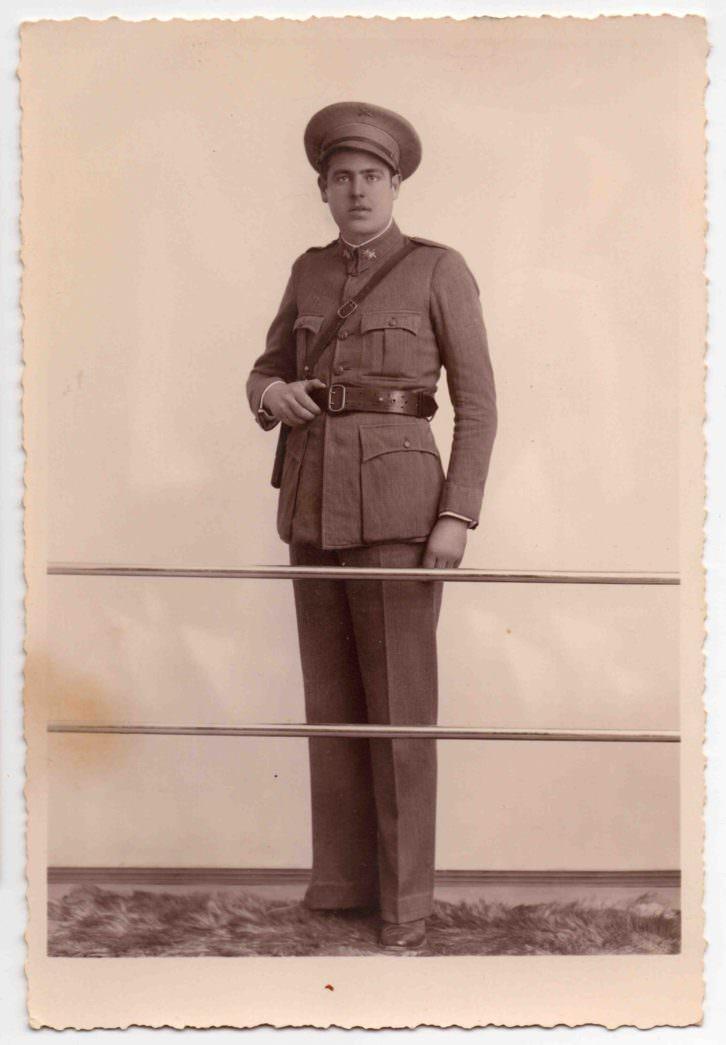 John Signes hijo de un matrimonio de Gata y Oliva con uniforme de soldado americano en la II Guerra Mundial. Imagen cortesía de InfoTV.