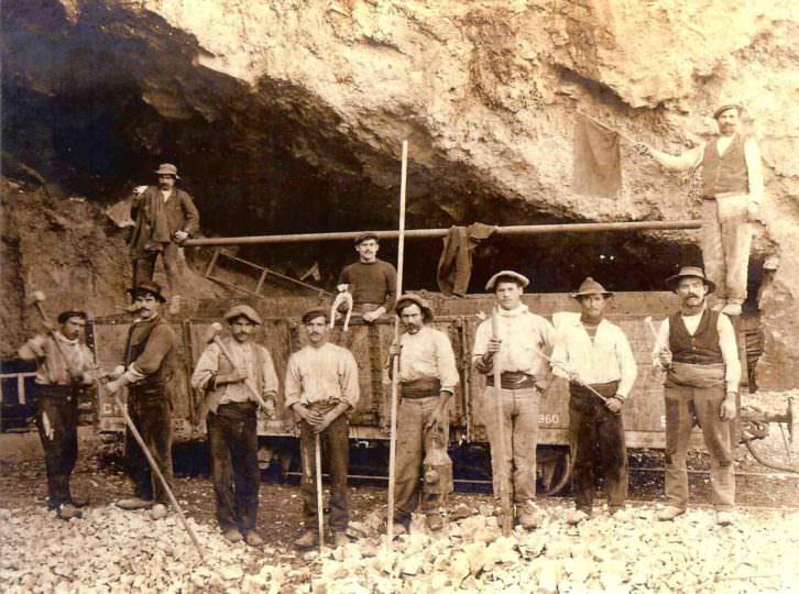 Un grupo de trabajadores valencianos, algunos de ellos de Pedreguer. Imagen cortesía de InfoTV.