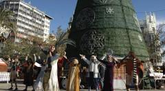 Un instante de la actividad 'Esta Navidad regala cultura valenciana' en la Plaza del Ayuntamiento de Valencia. Fotografía cortesía de los organizadores.