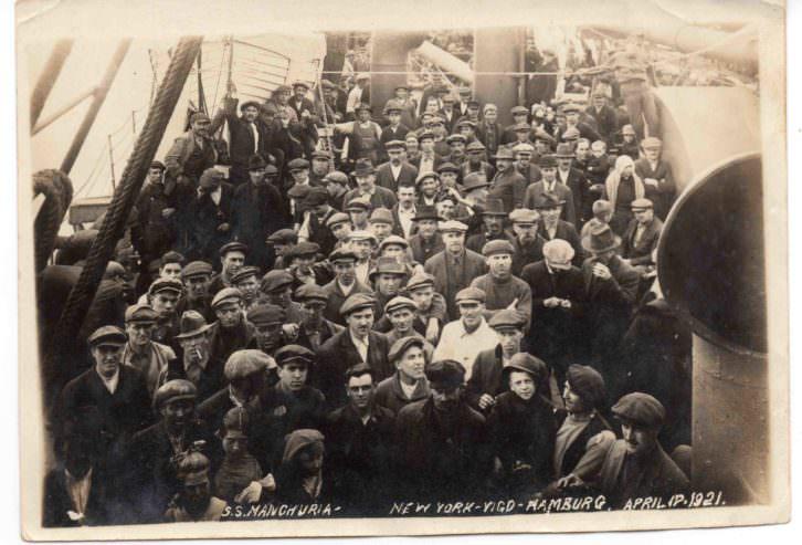 Valencianos y otros emigrantes europeos volviendo a casa en el Manchuria en abril de 1921. Imagen cortesía de InfoTV.