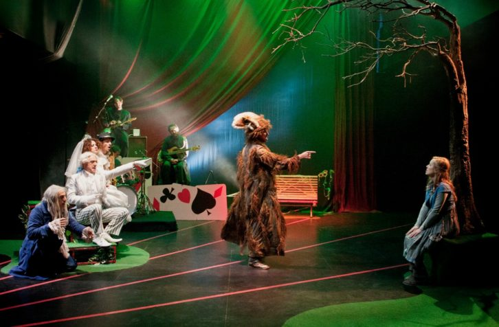 Alicia en Wonderland, de Chema Cardeña. Imagen cortesía de Sala Russafa.