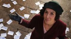 Fotograma de la película 'Clara Campoamor', de Laura Mañá.