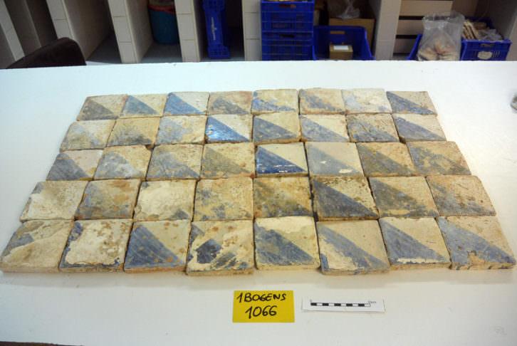 Conjunto de azulejos de Manises, siglos XV y XVI. Imagen cortesía de Bombas Gens.