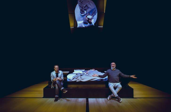 Escena de 'Ella en mi cabeza'. Imagen cortesía del Teatro Talía.
