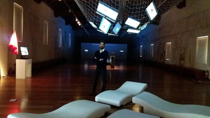 Solimán López en su exposición 'File Genesis'. Imagen cortesía del Centre del Carme.
