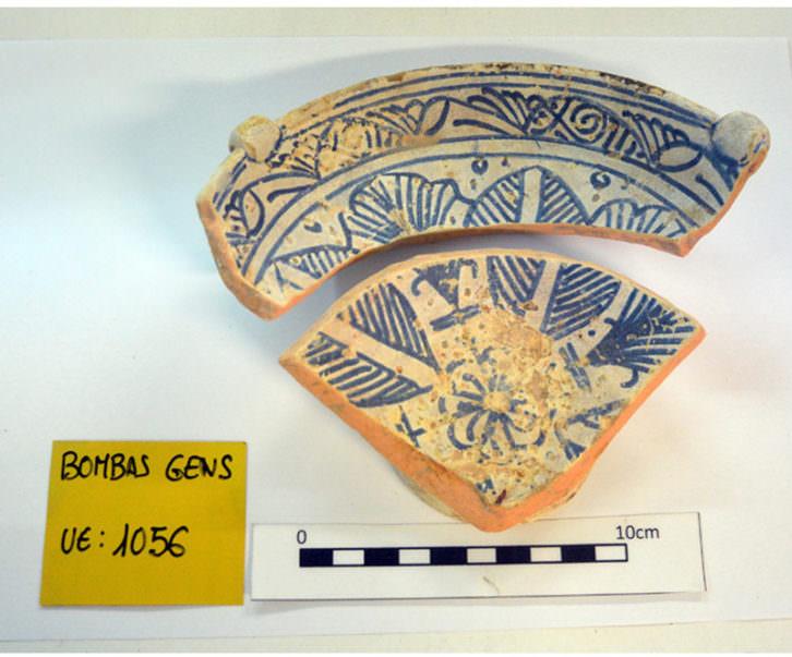 Loza azul medieval. Manises, siglos XIV y XV. Imagen cortesía de Bombas Gens.