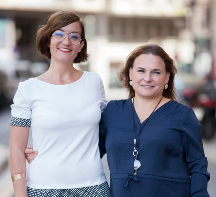Cristina Chumillas (izquierda) y Lucía Vilar, de la galería Pepita Lumier. Fotografía: Nacho López Ortiz.