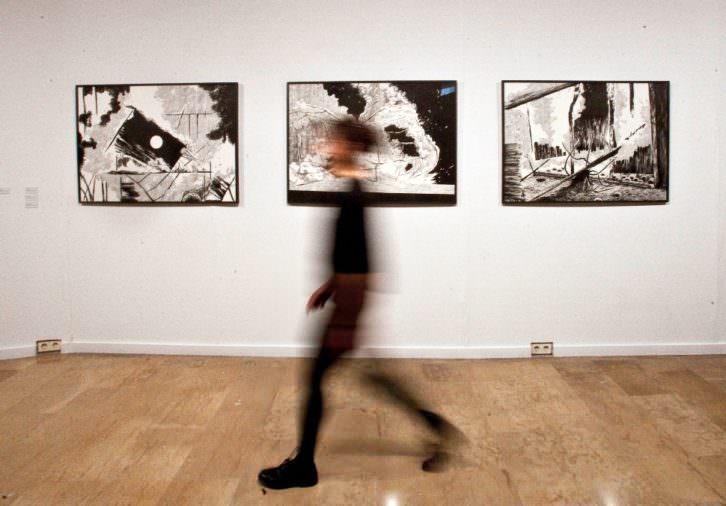Imagen de la exposición 'Negro humo', de Cristina Ramírez. Fotografía: Consuelo Chambó.