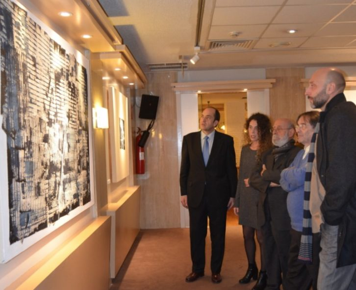 Rebeca Zurru, con representantes del Espai d'Art de El Corte Inglés y de la Universitat de Valencia.