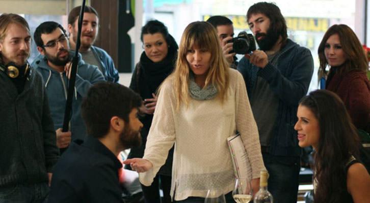 Ana Ramón Rubio, en el centro de la imagen, directora de Sin Vida Propia, con el equipo de la nueva web serie.